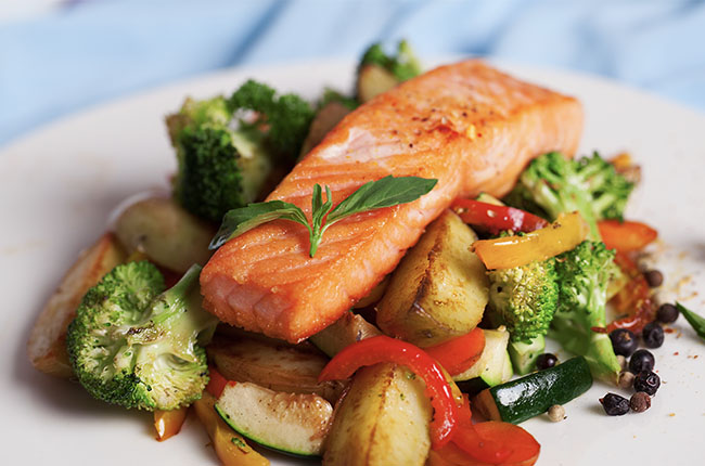 salmon-fillet-with-vegetables-and-basil